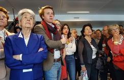 Les militants de Fillon écoutent, dépités, les résultats du premier tour de l'élection présidentielle.