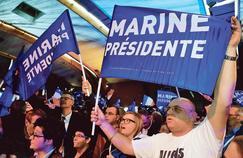 Les soutiens de Marine Le Pen, attendant la présidente du Front national à Hénin-Beaumont à l'issue des résultats du premier tour de la présidentielle.