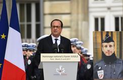 François Hollande a rendu hommage mardi matin au policier tué jeudi sur les Champs-Élysées.