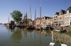 Le port de Hoorn, siège de la puissante Compagnie néerlandaise des Indes orientales aux XVIIe et XVIIIe siècles.
