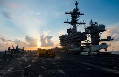 Sur le pont du porte-avions américain Carl Vinson, alors qu'il fait route vers la péninsule coréenne, le 8 avril 2017.