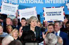 Theresa May durcit le ton avant les élections de juin