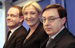 Marine Le Pen encadrée par Steeve Briois et Jean-François Jalkh