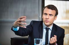 Emmanuel Macron dans son QG de campagne parisien, vendredi.