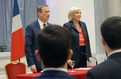 Nicolas Dupont-Aignan et Marine Le Pen samedi à Paris.