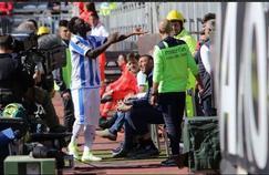 Sulley Muntari, au moment de sortir du terrain. (Pescara - Cagliari)