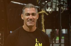 A 44 ans, l'ancien centre de Clermont et des Bleus est préparateur physique à Auckland, en Nouvelle Zélande.