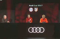 Ancelotti présent physiquement devant les hologrammes de KLopp et Simone