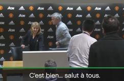 L'attachée de presse du club et José Mourinho, au moment de quitter la salle de presse