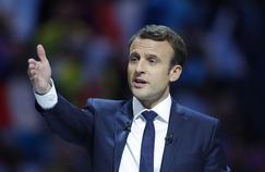 Emmanuel Macron aurait aimé aller serrer les mains des joueurs au Stade de France.