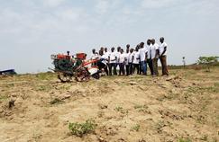 Des paysans nigérians qui bénéficient des services de Hello Tractor.