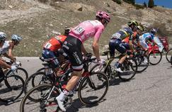 Le Maillot rose, l'emblématique haut porté par le leader du Tour d'Italie.