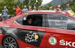 Emmanuel Macron installé dans la voiture du directeur de l'épreuve, Christian Prudhomme.