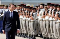 «Armées: Macron tourne le dos à l'histoire»