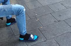 «Claquettes chaussettes» : le style de l'été qui cartonne... mais n'est pas vraiment nouveau