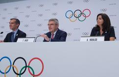 Le président du CIO, Thomas Bach, entouré d'Anne Hidalgo et Eric Garcetti à Lausanne le 11 juillet dernier.