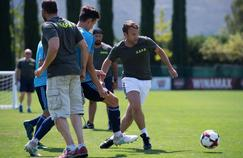 Le président de la république lors du petit match contre les joueurs marseillais dont Florian Thauvin.