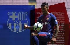 Paulinho lors de sa présentation à la presse au Cam Nou.