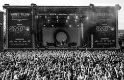 Un chanteur interrompt son concert pour dénoncer une agression sexuelle dans la fosse
