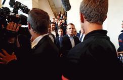 Face à la rue, Macron assume le risque de l'impopularité