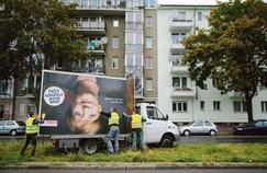 Affaiblie, Merkel doit rassembler une Allemagne sonnée
