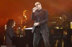 Un an après sa mort, l'album et le concert cultes de George Michael dans les bacs