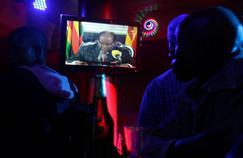 Zimbabwe : sommé de quitter le pouvoir, Mugabe refuse de céder