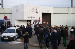 Prisons: première crise majeure pour Belloubet