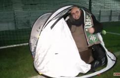 Yoann Riou dans sa tente.