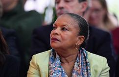 Affaire Mennel : Christiane Taubira prend la défense de la chanteuse