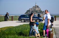 Le Mont-Saint-Michel rouvre, un individu suspect toujours recherché