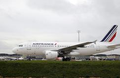Grève à Air France : un quart des vols annulés lundi