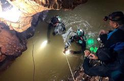 Grotte[gro-t'] n. f. Antre qui suscite l'entraide