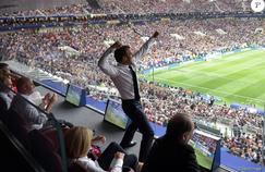 Macron et les Bleus : le décryptage de la com' présidentielle