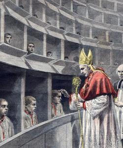 La communion est donnée aux petits détenus isolés par des cloisons.