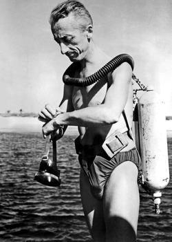 Le commandant Cousteau en 1953, sur le tournage du film 'Le Monde du silence'.