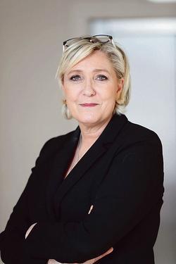 Les élections européennes «seront l'ultime étape de la recomposition de la vie politique», prédit Marine Le Pen.
