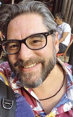 Stephan Villeneuve. Journaliste reporter d'images passionné par son métier, il était parti à Mossoul pour Envoyé spécial rejoindre Véronique Robert.  » Lire son portrait