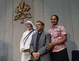 Marcilio Andrino et son épouse Fernanda Nascimento Rocha réunis à Rome pour la canonisation.