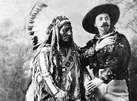 Buffalo Bill en compagnie du chef Sioux Sitting Bull.