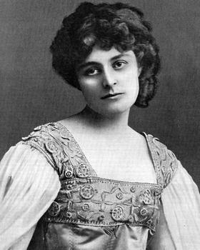 Maud Gonne (1866-1953) jeune et vaillante nationaliste irlandaise, séjourne souvent à Paris.