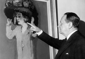 Malraux devant un tableau de Van Dongen au Musée d'Art moderne de la Ville de Paris le 13 octobre 1967.