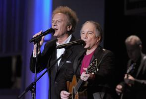 Simon et Garfunkel en concert en 2010.