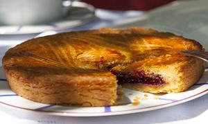 Gâteau basque aux cerises noires.
