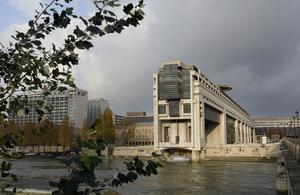 Une nouvelle taxe de deux milliards d'euros sur les grandes entreprises à l'étude