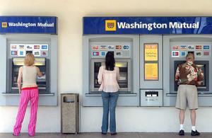 Pourquoi il faut surveiller vos frais bancaires cet été