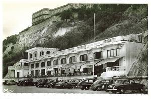 Sur la Côte des Basques, en 1960, l'Établissement des Bains, aujourd'hui le Bar de la Côte.