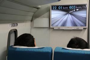 La vitesse du record affichée sur un écran pour les passagers embarqués dans le prototype.