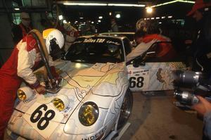 En 1998, Wolinski signe la dernière Art Car du Mans de Poulain.