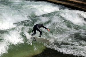 Utilisable toute l'année, cette vague est un paradis pour les surfeurs expérimentés. (Crédit: pixabay)